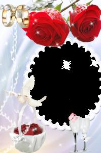 Фоторамка. Корзина с лепестками роз, два бокала с шампанским и обручальные кольца на жемчужной нити – свадебный коллаж.