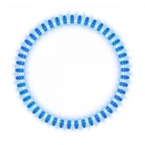 Голубая резинка с тёмными полосами по всему диаметру.