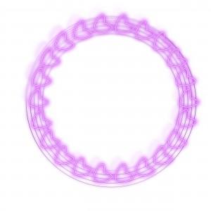 Фоторамка сердечки. Фиолетовые сердечки на металлических нитях словно браслет или ожерелье.
