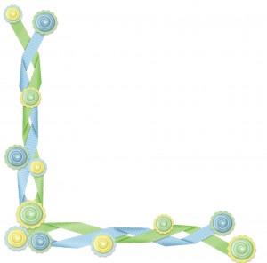 Уголок из пуговиц и тесемочки нежно-голубого и зеленого цвета.