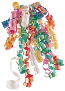 Красочный блестящий серпантин, непременный атрибут новогоднего праздника.