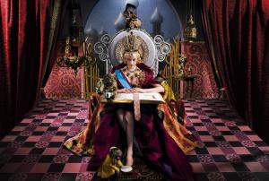 Женские шаблоны и костюмы для фотошопа - 215. Королева в тронном зале мыслит о судьбе подчиненных