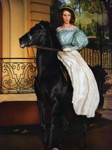 Женские шаблоны и костюмы для фотошопа - 266. Барышня в пышном наряде верхом на черной лошади