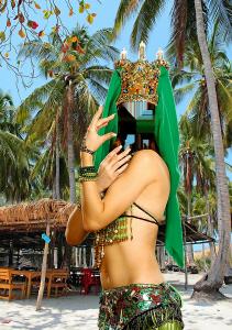 Женские шаблоны и костюмы для фотошопа - 327. Представительница Востока красиво танцует на фоне хижины и кокосовых пальм