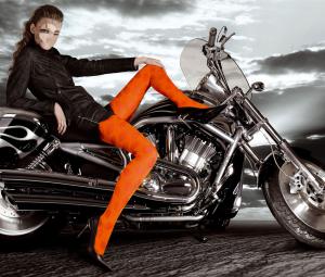 Женские шаблоны и костюмы для фотошопа - 51. Длинноногая красотка оседлала железного коня