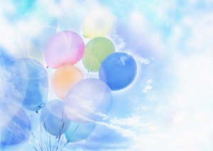 Фон для фотошопа - 221. Воздушные шарики поднимаются высоко в небо – легкий фон для фотошопа.