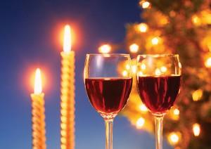 Фон для фотошопа - 26. Новогодний праздник, свечи и игристое вино в бокалах.