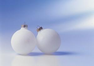 Фон для фотошопа - 28. Елочные блестящие и глянцевые шары могут стать замечательным фоном при оформлении личного блога в предновогодний период.